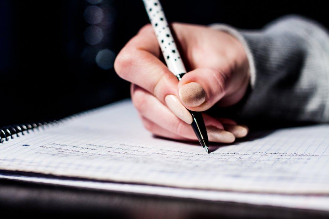 En skrivande hand